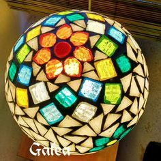 Mosaic Art, Mosaic Glass, Stained Glass, Vitromosaico Ideas, Mosaic Bowling Ball, Yard Art, Flower Pots, Crafty, Pasta Piedra