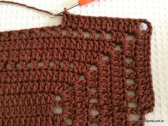 Tapete retangular simples passo a passo (91) Free Knitting, Free Crochet, Knit Crochet, Crochet Doilies, Free Pattern, Crochet Patterns, Straw Bag, Stitch, Rugs