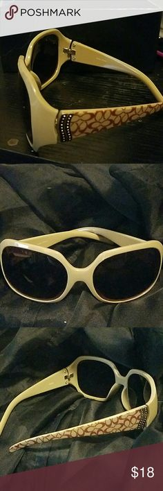 Fun Summer Shades with A rich look Fun d3signer shades that have a very rich feel. Bought them off posh and willing to negotiate since i bought from a not so honest posher 😣. Still super cute and trendy. Gold design on side. Highlights the extra care and details. All offers welcome and considered. Thanks yall. Accessories Sunglasses