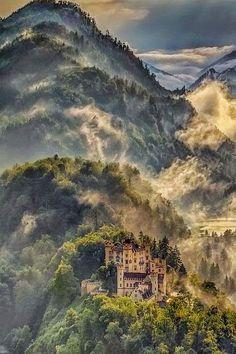 THE AMAZING WORLD: Hohenschwangau Castle, Bavaria, Germany