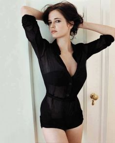 Eva Green is spectacularly beautiful and I love this look. Super sexy but still natural.