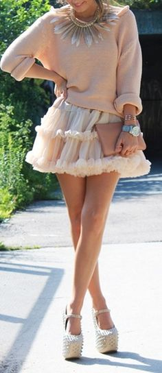 I don't like the necklace, but I <3 the skirt.