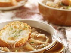 Zwiebelsuppe mit überbackenem Käsebrot ist ein Rezept mit frischen Zutaten aus der Kategorie Gemüsesuppe. Probieren Sie dieses und weitere Rezepte von EAT SMARTER!