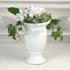 Pokalkruka i vitmålad betong. Planter Pots, Vase, Home Decor, Decorations, Decoration Home, Room Decor, Flower Vases, Interior Design, Vases