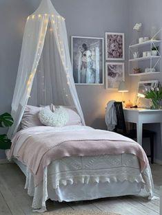 Så kan ni inreda tonårsrum som de kända Instagram-hemmen - Inredningsvis Gray Bedroom, Bedroom Decor, Room Inspiration, Interior Inspiration, Cute Bedroom Ideas, Teenage Room, New Room, Interior Design, Instagram