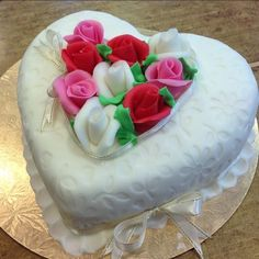 Look at this pretty cake for someone you like ~``
