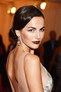 Camilla Belle mit auberginfarbenen Lippen - unser Beauty-Favorit beim Met Ball 2012  © Foto: Getty Images