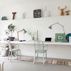 Un bureau créé à partir d'un simple planche - Marie Claire Maison