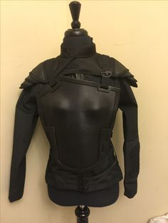 Added the shoulder armor. Just need Wings and quiver for the back. Knee, shin, and boot guards as well.. Coming along nicely! Katness Everdeen Costume, Mockingjay Costume, Halloween Makeup, Halloween Costumes, Grandma Crafts, Shoulder Armor, Hunger Games Trilogy, Katniss Everdeen, Quiver