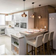 Planning a kitchen renovation? Discover our favourite kitchen decor concepts and get inspiration to create the kitchen of your goals. Upgrading a kitchen Kitchen Room Design, Modern Kitchen Design, Home Decor Kitchen, Interior Design Kitchen, Kitchen Furniture, Home Kitchens, Kitchen Ideas, Small Kitchens, Diy Interior