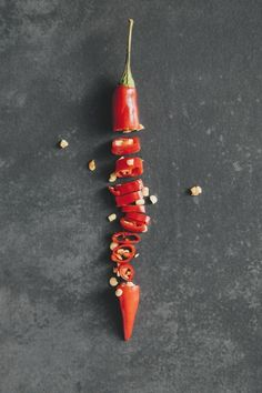 propongo un reto: 10 ejercicios básicos para principiantes 6 redenen waarom pittig eten goed voor je is Food Photography Styling, Food Styling, Photography Poses, Food Design, Bowl Designs, Food Trends, Fruit And Veg, Stuffed Hot Peppers, Spicy Recipes