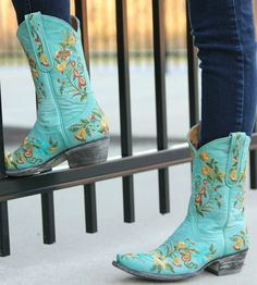 Old Gringo Jasmine Aqua Boots at RiverTrail in North Carolina. Cowgirl Bling, Cowgirl Style, Cowgirl Boots, Western Boots, Cowgirl Fashion, Boot Scootin Boogie, Old Gringo Boots, Country Fashion, Fashion Belts