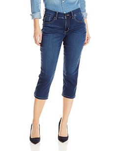 5940a0febfdec Amazon.com  Lee Women s Petite Easy Fit Frenchie Capri Jean  Clothing