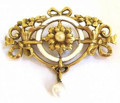 Belle Epoch Gold and White Enamel Brooch. Victorian Jewelry, Antique Jewelry, Vintage Jewelry, Jewelry Art, Jewelry Design, Jewellery, Belle Epoch, Gold Art, White Enamel
