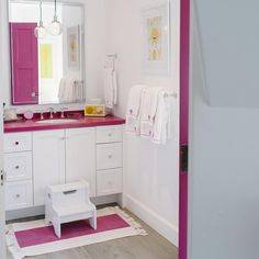 Silestone Magenta Energy offers many decorative applications. A good proof of it is the #design of a children´s #bath like this one. Any girl dream bath! Designed by Tiffani Thiessen and Kim Lewis Designs.