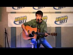 Mo Pitney sings Country