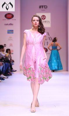 #irw #indianrunwayweek #mugdhaartstudio #patachitra #patachitraembroidery #threadembroidery #patachitra #indiancouture #coutureindia Contact Details:040-65550855/9949047889 Watsapp:8142029190/9010906544 Email-id:Mugdha410@gmail.com Instagram:MugdhaArtStudio