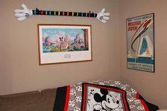Make This Mickey Mouse Hands Magic Band Display Ma Disney Diy, Disney Crafts, Disney Trips, Walt Disney, Mickey Hands, Disney Wall Art, Disney Magic Bands, Disney Rooms, Disney Ears