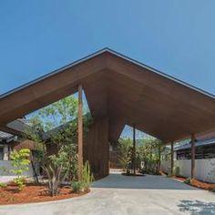 Shared via Flipboard Tropical Architecture, Facade Architecture, Japan Design, Roof Design, Bridge Design, Modern Small House Design, Roof Detail, Japanese House, Urban Farming