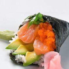 Quieres matar tu antojo? Hazlo con un #Temaki nutritivo y delicioso #Tataki #Tatakitrasnocho #Sushi #Sushis by tatakitrasnocho