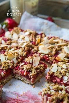 Ovesný koláč s jahodami   Hodně domácí Healthy Deserts, Healthy Snacks, Healthy Recipes, Cheesecake Recipes, Cookie Recipes, Fitness Cake, Vegan Cake, Food Photo, Food Inspiration