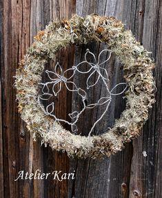 Atelier Kari naturdekorasjoner og kranser Grapevine Wreath, Grape Vines, Wreaths, Fall, Wood, Home Decor, Atelier, Deco, Autumn