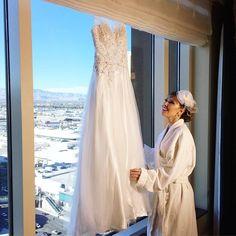 """""""Realizando o sonho de renovar os votos em Las Vegas, obrigada por cuidar de cada detalhe @eunagringa ❤️ Detalhe pra vista top do @venetianvegas"""""""