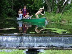Het Belevenissenbos is het grootste, avontuurlijkste en meest leerzame speelbos van Nederland en bestaat uit bijna 40 hectare bos, weide en water. Verspreid door het hele gebied liggen bijna honderd sportieve en avontuurlijke hindernissen, variërend van boomstammen over het water, klauternetten en talloze touwbruggen.. Travel With Kids, Family Travel, Places To Travel, Places To See, Boys Summer Outfits, Going On A Trip, Summer Dream, Holidays With Kids, Beautiful Places In The World