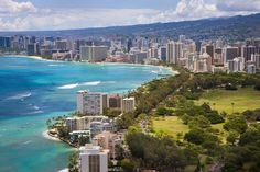 Oahu, Don't be to discouraged if your vision of Waikiki and Honolulu is more of the lush tropical forest because it is very much like a big city like L. except for their resorts and beach. Best Places To Live, Places To Travel, Places To See, Travel Destinations, Holiday Destinations, Amazing Places, Waikiki Beach, Honolulu Hawaii, Maui