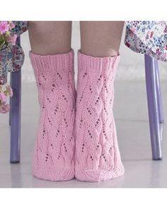 Ohje: Pitsinilkkasukat Crochet Socks, Knitting Socks, Knit Crochet, Wool Socks, Fun Projects, Leg Warmers, Handicraft, Slippers, Sewing