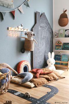 Kids Floor Cushions, Creative Kids Rooms, Kids Room Paint, Kids Room Design, Playrooms, Baby Kind, Chalk Board, Fashion Room, Kid Spaces