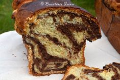 Bucataria Irinei...: Cozonaci pufosi cu nuca Romanian Food, Romanian Recipes, Pastry Cake, Banana Bread, Biscuits, French Toast, Muffin, Sweets, Homemade