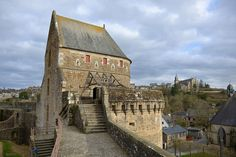 Tour Raoul, Château de Fougères - Castle of Fougères, Brittany, 2015 Palace Interior, French Chateau, Architecture, Places To Travel, Cathedral, Medieval, To Go, Explore, Mansions