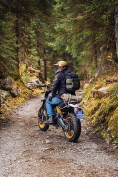 The Ducati Scrambler Desert Sled is the latest addition to Ducati's Scrambler range and represents the first true off-road retro scrambler. Ducati Scrambler Cafe Racer, Scrambler Motorcycle, Moto Bike, Motorcycle Ramp, Cafe Racers, Scrambler Custom, Yamaha, Triumph Motorcycles, Motorcycles For Sale