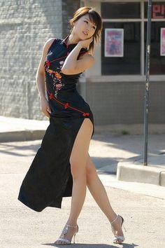 Sexy South Korean top model Hwang Mi Hee wallpapers 320x480 (16)