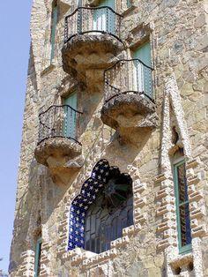 Barcelona - Bellesguard 020 d Torre Bellesguard   1909   Architects: Antoni Gaudí i Cornet / Domènec Sugrañes i Gras