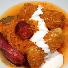 Töltött káposzta recept Serbian Recipes, Hungarian Recipes, Street Food, Sausage, Bacon, Food And Drink, Rolls, Cooking Recipes, Yummy Food