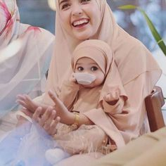 Image may contain: one or more people Baby Hijab, Girl Hijab, Muslim Girls, Muslim Couples, Cute Baby Girl Pictures, Baby Photos, Cute Babies Photography, Mother Daughter Fashion, Islam Women