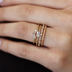 The ring with round stones and little stones just use baguette in stead Gold Knot Ring, Gold Rings, Silver Ring, Silver Jewelry, Diamond Solitaire Rings, Sapphire Rings, Unique Rings, Fine Jewelry, Just For You