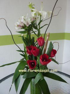 Flores para bodas en cancún , Cancun Flowers | Hermoso arreglo de tulipanes con alstroemeria y lili.  Tulips &  lilies.
