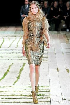 The complete Alexander McQueen Spring 2011 Ready-to-Wear fashion show now on Vogue Runway.