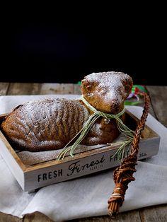 Velikonoční beránek z mrkvového těsta Food And Drink, Baking, Cake, Sweet, Candy, Bakken, Food Cakes, Cakes, Bread