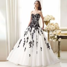 Bridal Dress Wedding Dress Robe De Mariage Elegant White and Black Appliqued Sweetheart Gowns Tulle Custom Made 2017