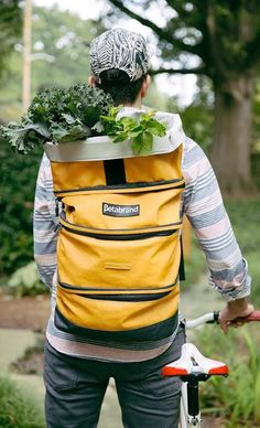 Oil fabric, zipper DIY possibly? Grocery backpack! With compartments to divide things, so easy to carry. Brilliant! Love! #product_design