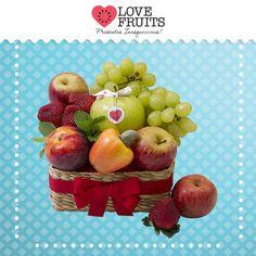 #Inspiração Delicada bacia recheada de maçãs, uvas, morangos, ameixa e caju. Um presente emocionante!  Presenteie quem você ama: http://www.lovefruits.com.br/