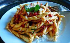 Ajánljuk: Tészta és pesztó Trapaniból, http://kertinfo.hu/teszta-es-peszto-trapanibol/, ezekben a témakörökben:  #mandula #olasz #szicília #tészta #Zöldség, írta: Rakottkert Blog