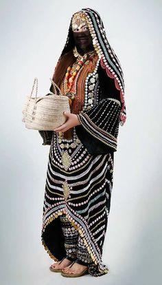 Oriental Fashion, Ethnic Fashion, Fashion Black, Traditional Fashion, Traditional Dresses, Fashion Outfits, Womens Fashion, Fashion Fashion, Fashion Ideas
