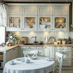 Once found only in the rear of the house, today's kitchen design takes the kitchen out the background. The challenge for kitchen design is in creat… Home Kitchens, Kitchen Design Small, Kitchen Remodel, Kitchen Dining Room, Kitchen Decor, Country Kitchen, Kitchen Interior, Interior Design Kitchen, Home Decor