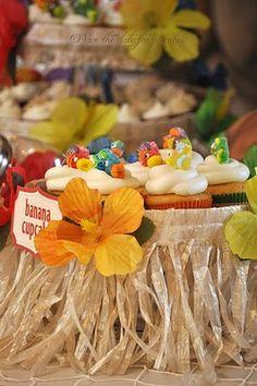 Inspiration ~ grass skirt cupcake stand