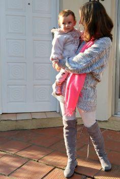 Blog Femina - Modéstia e Elegância: Skinny jeans clarinho, bota over the knee cinza, suéter cinza